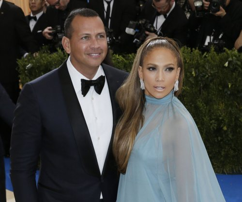 Jennifer Lopez, Alex Rodriguez cozy up on 'Shades of Blue' set