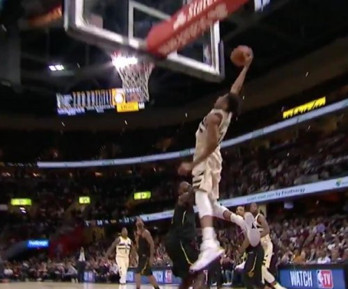 Giannis Antetokounmpo pulls off perplexing alley-oop dunk