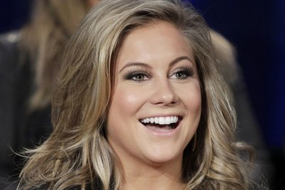 Shawn Johnson introduces daughter Drew Hazel