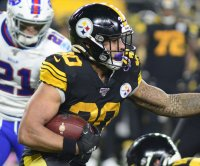 Cardinals sign ex-Steelers RB James Conner
