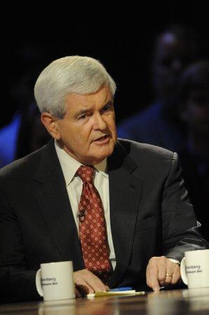 Romney, Gingrich in dead heat for GOP nod