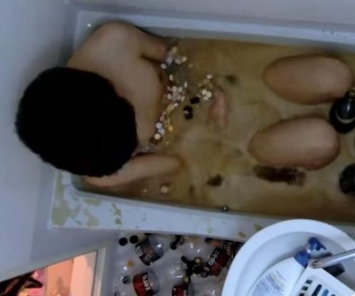Man jumps in tub of Mentos with coke zero