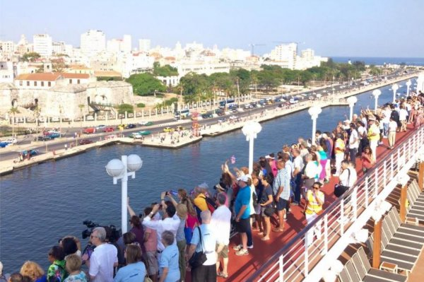Carnival S Adonia Becomes First U S Cruise Ship To Arrive