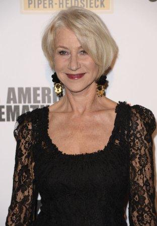 Helen Mirren wins award, three judges quit over 'vote rigging'