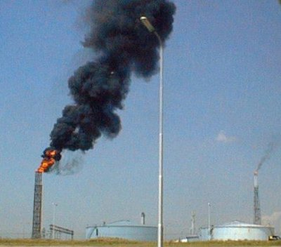 Rebels close in on Iraq's biggest oil refinery