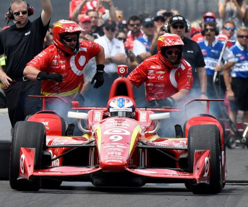 Scott Dixon uses extra lap to win Indy Toronto pole