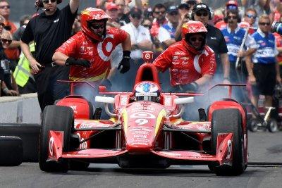 Scott Dixon uses extra lap to win Indy Toronto pole