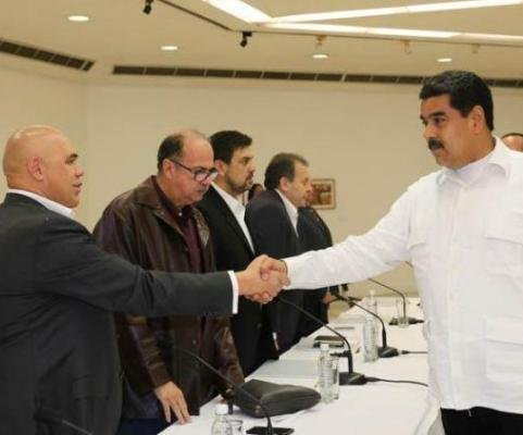Venezuelan opposition demands Maduro comply with previous agreements