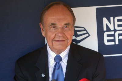 Dick Enberg 'an institution' in sports broadcasting