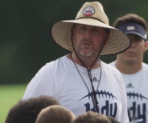 'Last Chance U' coach Jason Brown resigns after Hitler comment