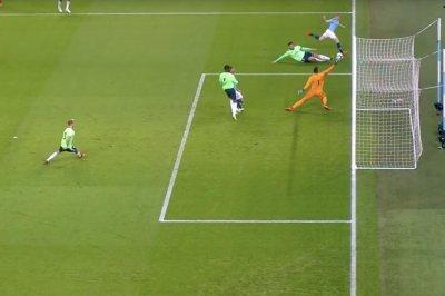Manchester City's Kevin De Bruyne snipes wonder goal versus Cardiff