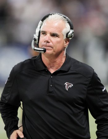 Falcons' Smith gets contract extension