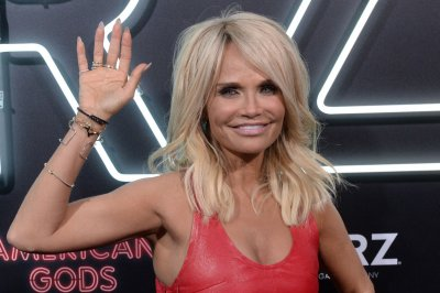 Kristin Chenoweth to star in 'Death Becomes Her' stage adaptation