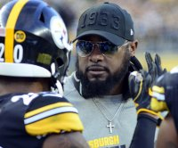 Steelers sign coach Mike Tomlin to three-year extension