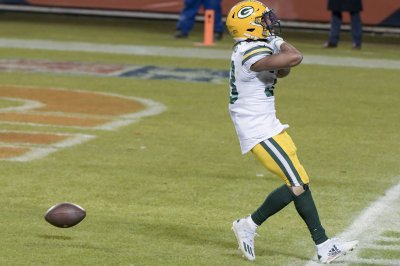 Necklace containing ashes of Aaron Jones' father found in Green Bay end zone
