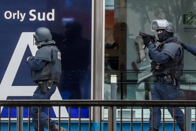 Anti-terror prosecutor investigating Paris Orly Airport attacker