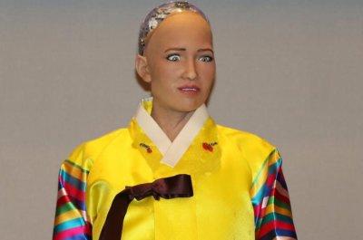 Humanoid robot Sophia delights in South Korea