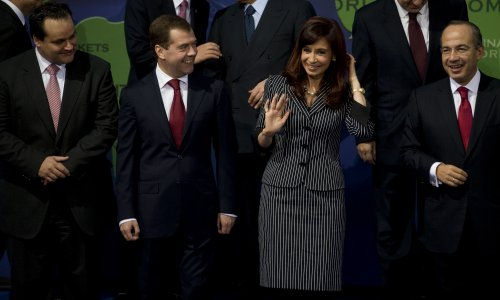 Kirchner resigns as head of Peronist party