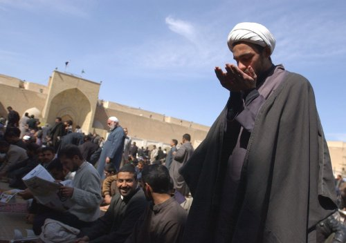 Iraqi Shia clerics issue call to arms to fight militants