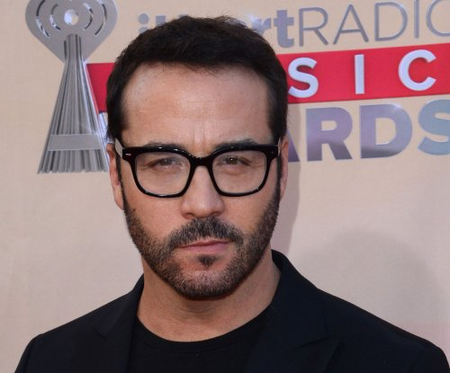 Jeremy Piven to remain in character as his 'Entourage' persona Ari Gold during press tour