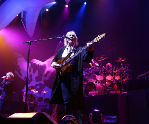 Yes co-founder Chris Squire dies of leukemia at the age of 67