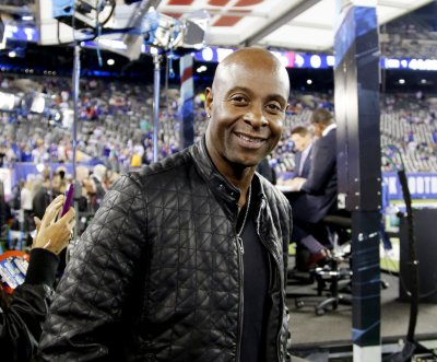 "Jerry Rice: ""All lives matter,"" tells Colin Kaepernick ""don't disrespect"" flag"