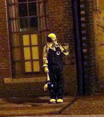 Crêpe-y French clown arrested for chasing teens
