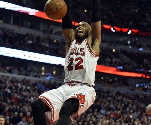 Chicago Bulls snap Golden State Warriors' 19-game home winning streak