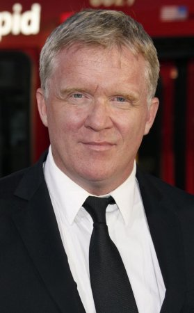 Anthony Michael Hall sentenced to 3 years probation for assaulting neighbor