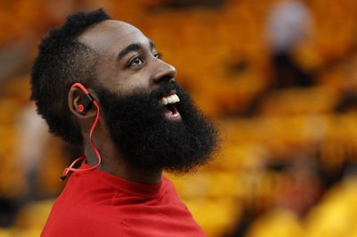 Harden scorches Knicks with 61 in Rockets' win