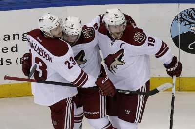 Arizona Coyotes retire forward Shane Doan's jersey number in ceremony
