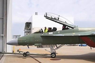 Navy receives first two Block III F/A-18 Super Hornets