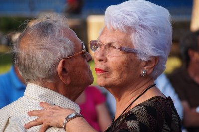 Study finds dancing helps seniors avoid falls