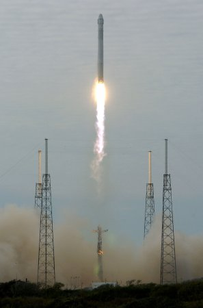 SpaceX launches commercial satellite AsiaSat8
