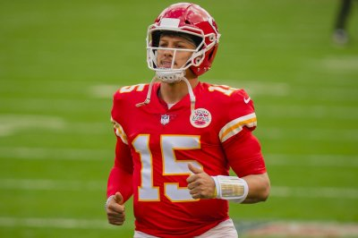 QB Patrick Mahomes manages anger with teammates to complete comebacks