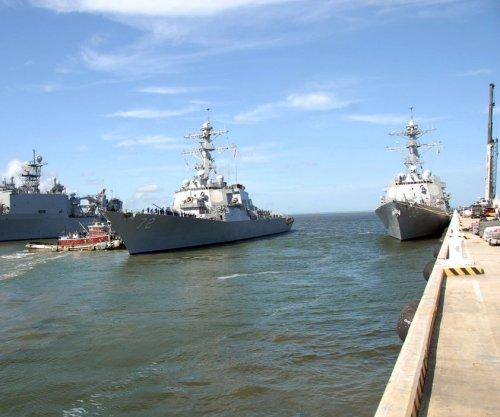 USS Mahan fires warning shots at Iranian vessels in Strait of Hormuz