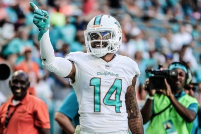 Jarvis Landry: Dolphins brass talks re-signing, won't speculate on team without him