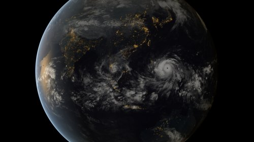 More than 1,200 feared dead in Philippines as Haiyan heads for Vietnam