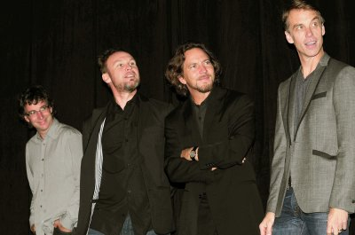Pearl Jam debuts cover of Pink Floyd's 'Comfortably Numb' during Brazil show