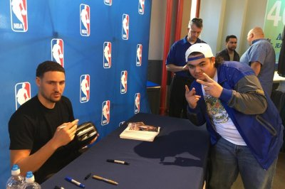 Klay Thompson mystified by toaster autograph request