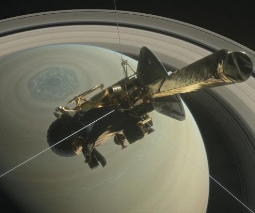 Cassini makes first dive through Saturn's rings