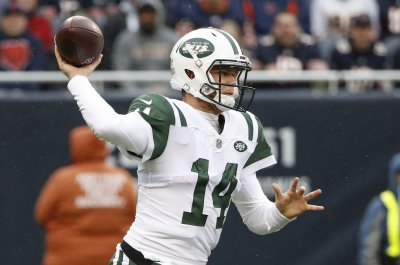 Jets rookie QB Darnold takes part in practice