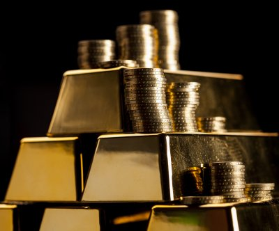Gold surpasses $2,000 threshold for first time in history