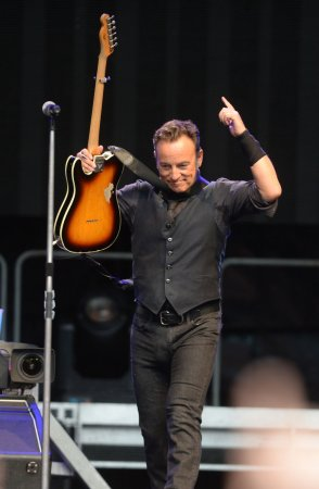 Bruce Springsteen performs 'Tumbling Dice' live with The Rolling Stones
