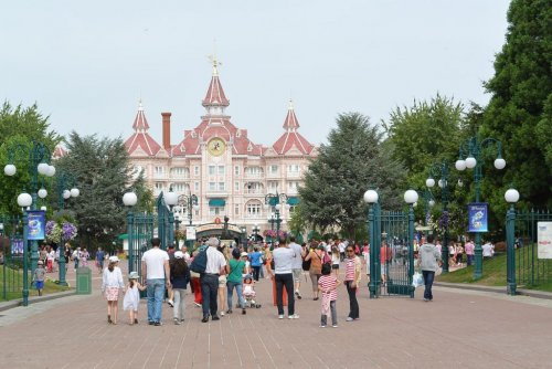 EU: Disneyland Paris overcharging foreign customers