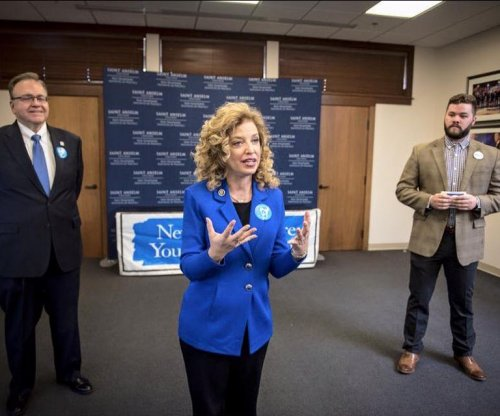 Obama endorses DNC chair Wasserman Schultz for re-election to Congress