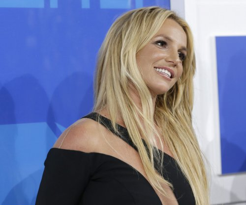 Britney Spears posts from family trip to Hawaii