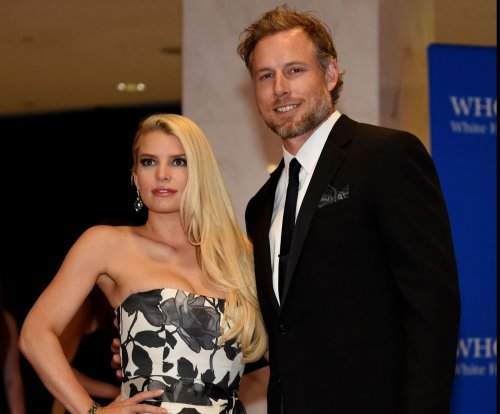 Jessica Simpson denies pregnancy rumors on 'Ellen'