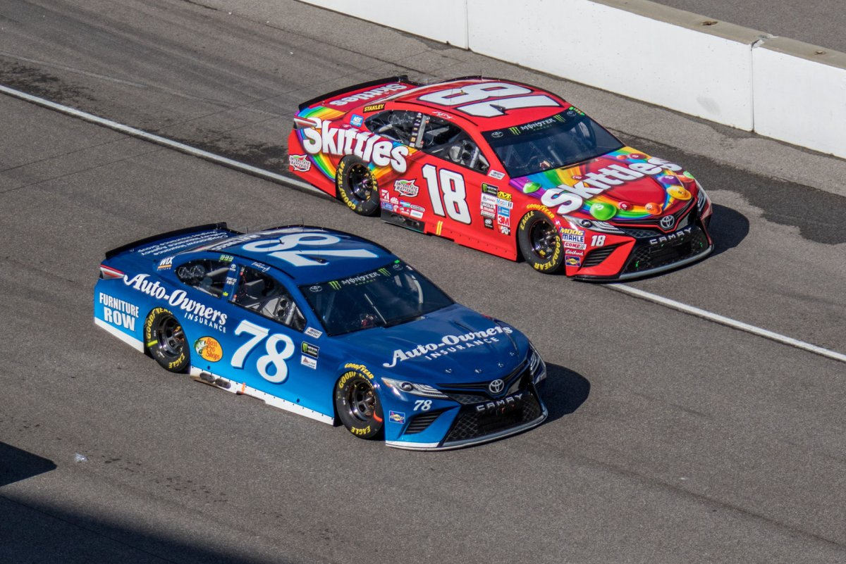 2017 apache warrior 400 results leaderboard kyle busch wins at dover with last lap pass upi com
