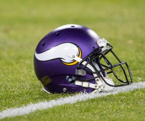 Vkings LB Barr wants extension, skips OTAs